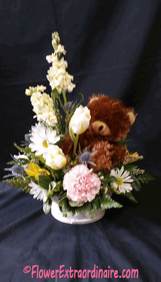 bear hugs floral arrangment with white daisies